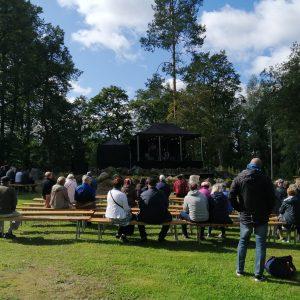 Katajistonranta tapahtumapaikka Mielensäpahoittaja festivaalit lava ja katsomo
