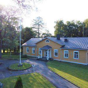 Katajistonranta Kartano ja etupiha Aulangolla Hämeenlinnassa